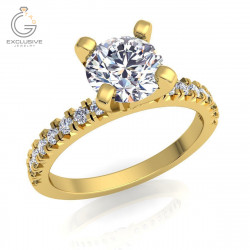 Помолвочное кольцо с камнями love